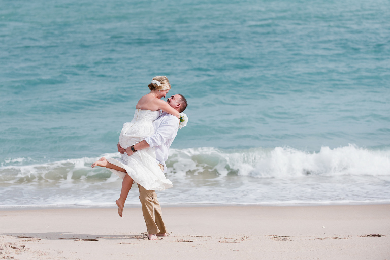 Melbourne Beach Wedding on beach with bright blue water photo by Liz Cowie Photography